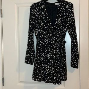 Vici long sleeve black and white romper sz L